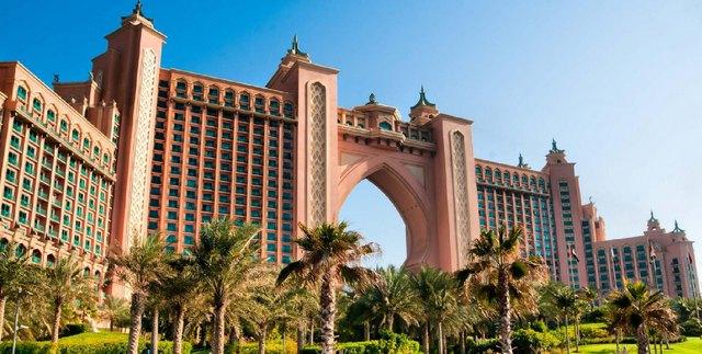 Отель Atlantis, the Palm – один из крупнейших в мире заповедников для морской фауны